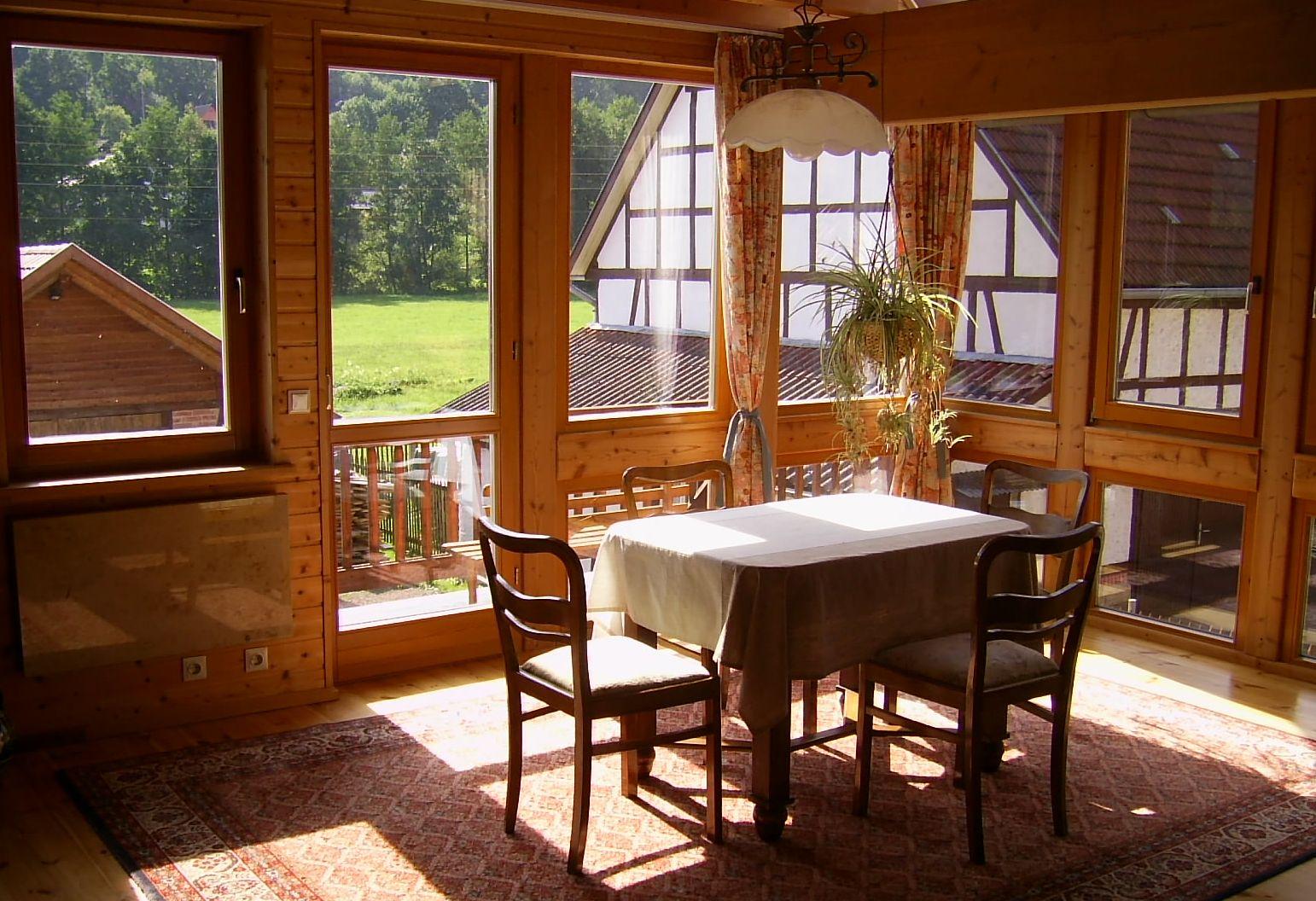 Ausreichend fenster auf der sonnenseite bieten licht und w rme - Fenster zieht es rein ...