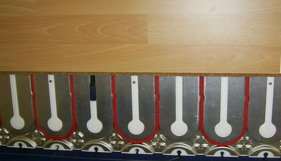 fu bodenheizung mit w rmeleitblech. Black Bedroom Furniture Sets. Home Design Ideas
