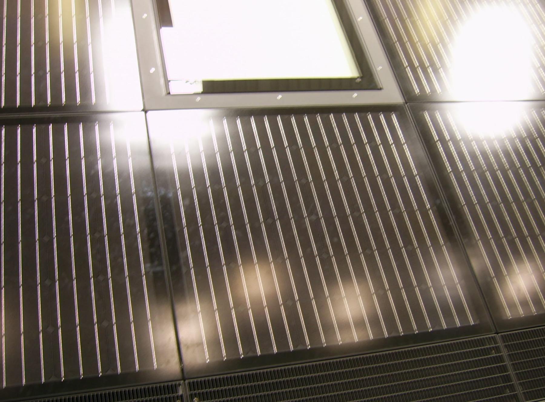 Turbo Photovoltaik als Dacheindeckung AE44