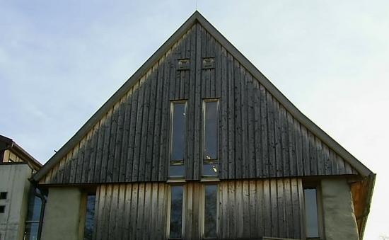 Aussentreppe Holz Selbstbau ~ Holz Fassade  Boden Deckel SchalungAn dem holzverschalten Giebel ist