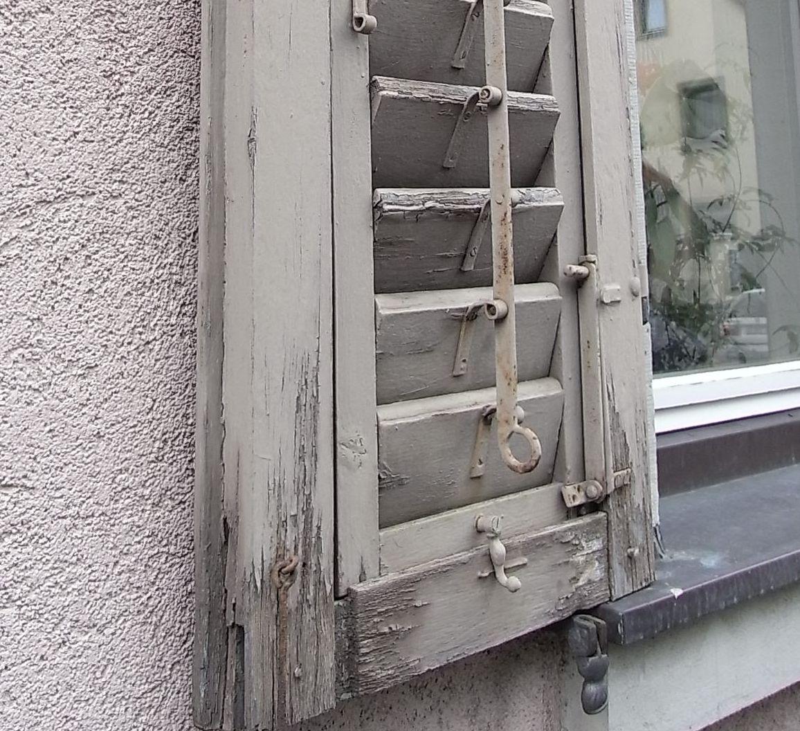 Fensterbank Holz Innen Einbau ~   genügend Abstand Das Holz saugt sich mit der stehenden Nässe voll