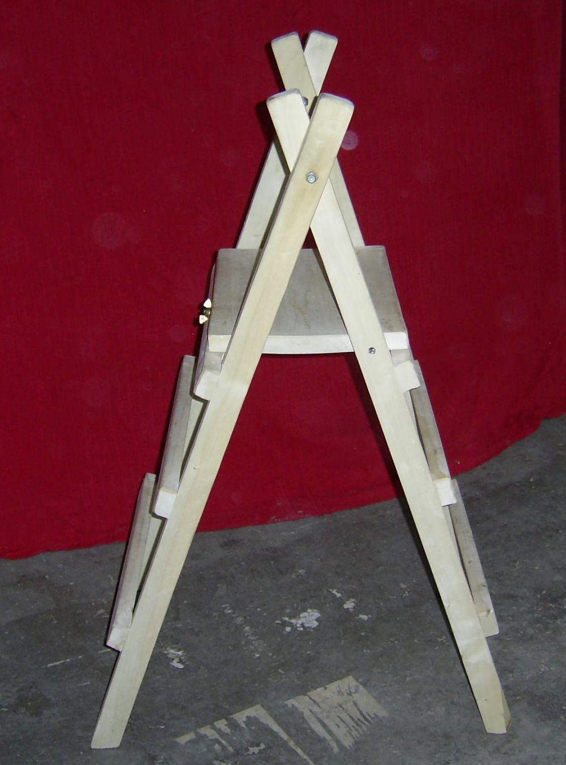 Kleine, leichte Holz-Treppenleiter