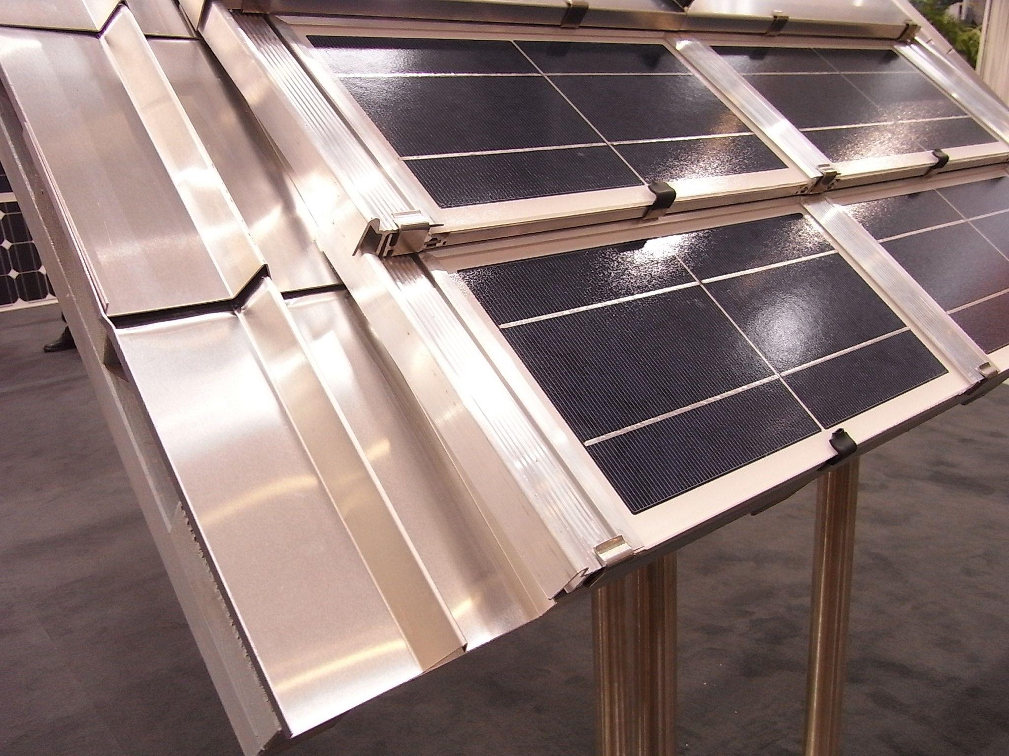 photovoltaik und dach wird eins. Black Bedroom Furniture Sets. Home Design Ideas