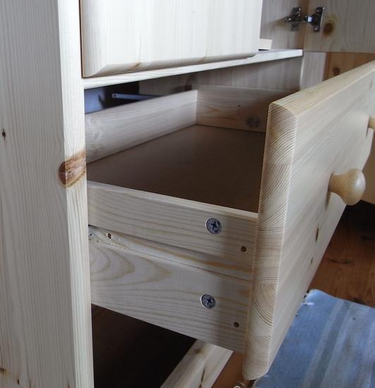 w scheschrank maja voller berraschungen. Black Bedroom Furniture Sets. Home Design Ideas