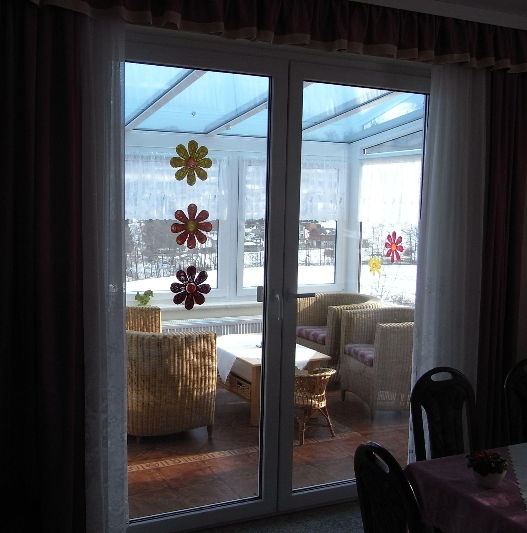 licht blick vom wohnraum in den wintergarten. Black Bedroom Furniture Sets. Home Design Ideas