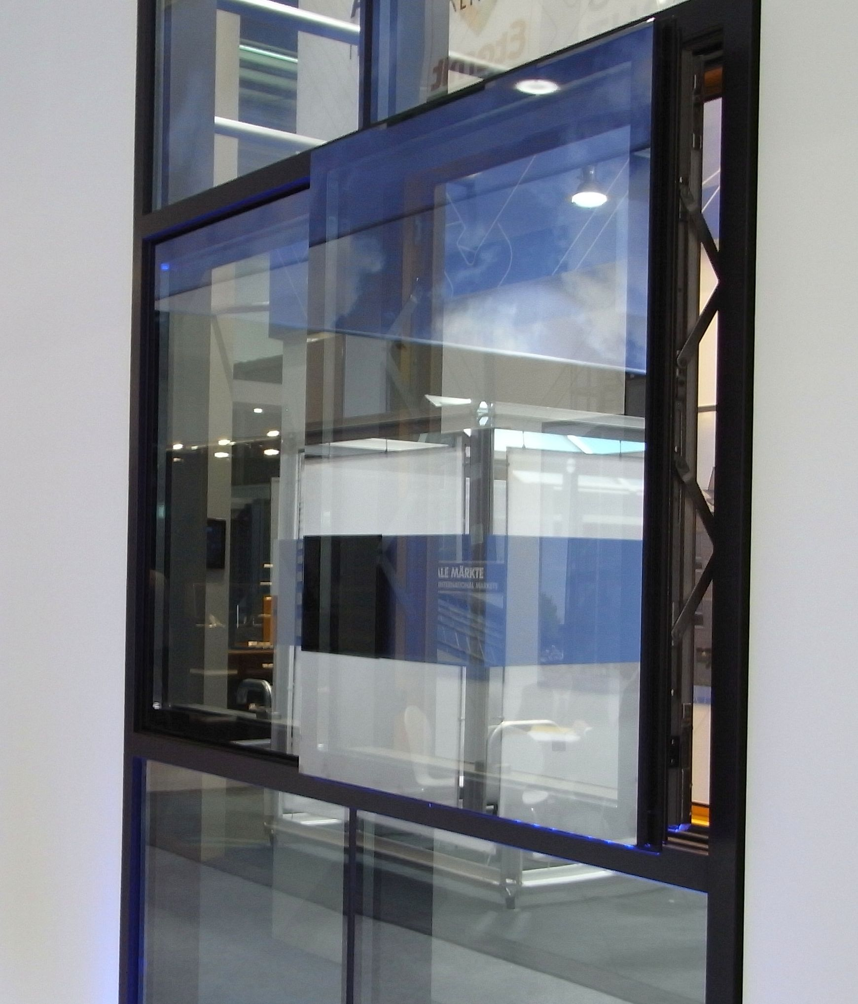 Fenster außenansicht  Außenansicht Parallel Ausstellfenster