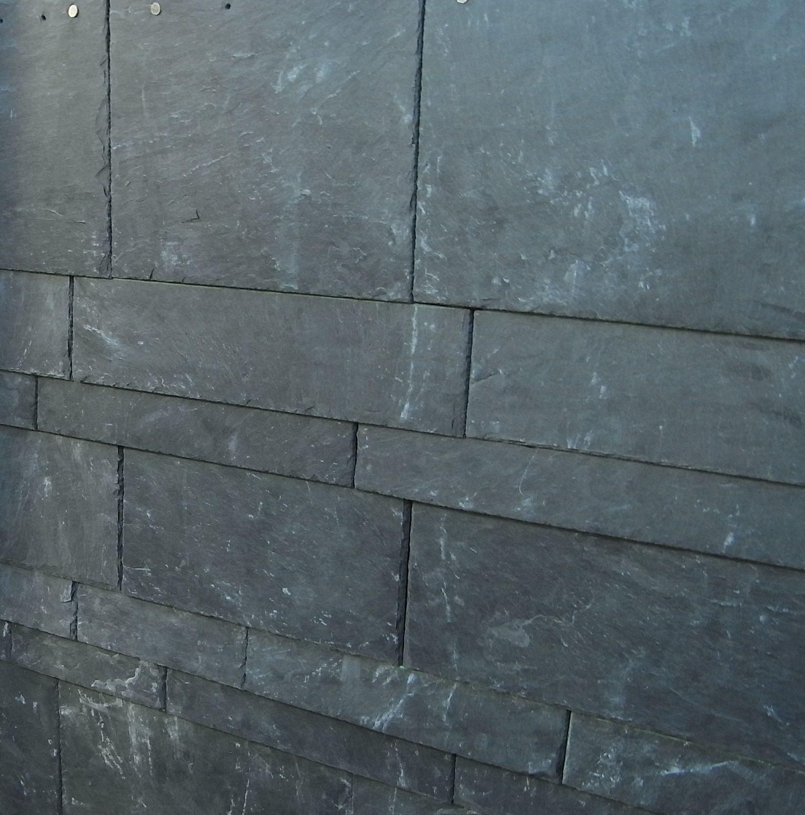 Schieferplatten als Wandverkleidung