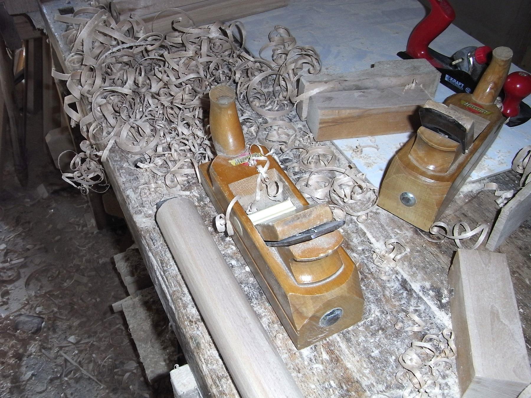 Treppengeländer Holz Restaurieren ~   Holz verrichte ich gerne mit dem Handhobel Das ist eine Arbeit, bei