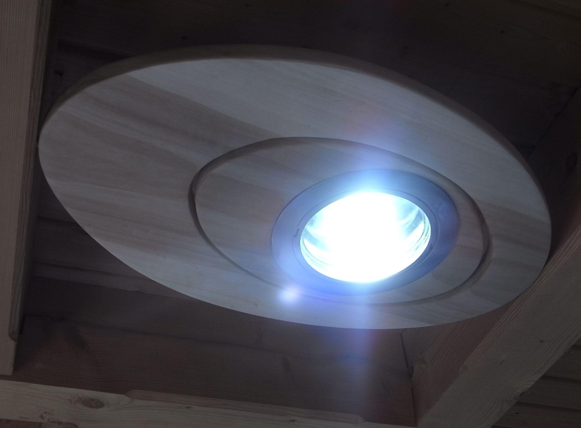 Treppengeländer Holz Restaurieren ~ LED LeuchteFür die Beleuchtung meines Schreibtisches teste ich gerade