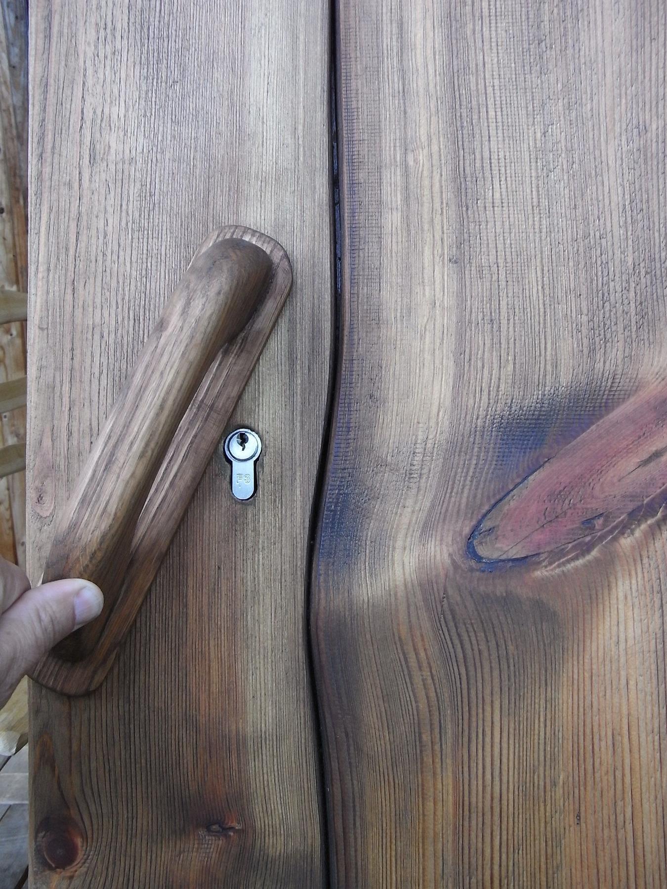 Treppengeländer Holz Restaurieren ~ Schloss in rustikaler KellertürDas Schloss in der Kellertür habe ich
